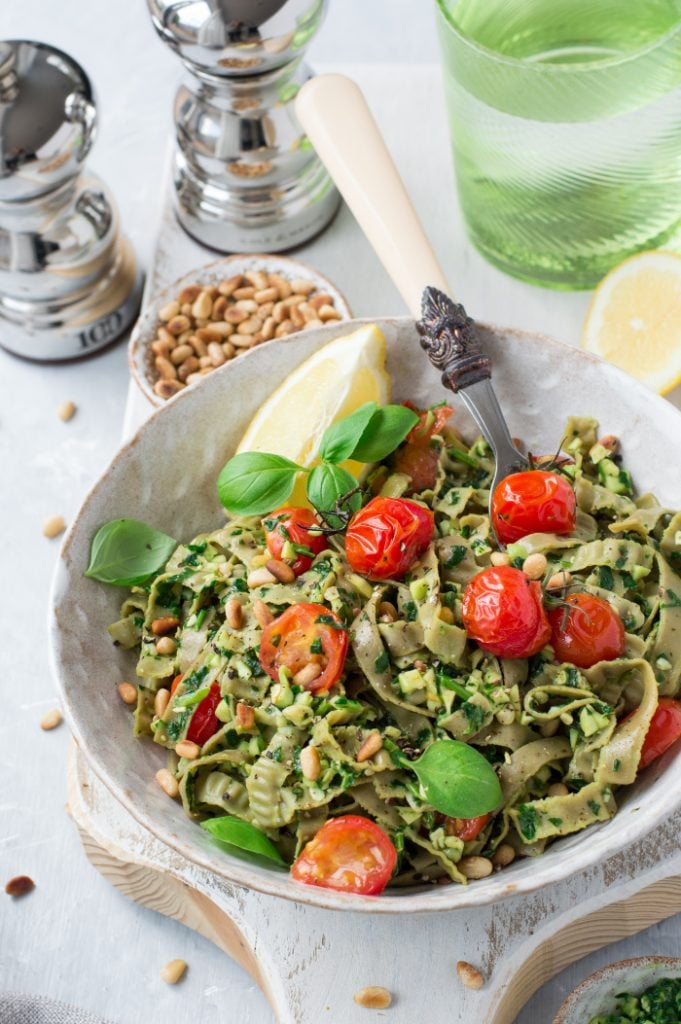 This creamy, crunchy & protein rich edamame fettucine is a quick yet healthy fix meal for any day of the week. You're just a handful of ingredients and 15 minutes away from a lip-smackingly delicious dinner. Vegan & gluten free.